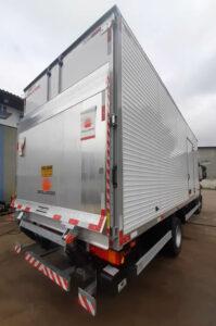 Plataforma elevatória caminhão