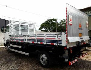 Plataforma elevatória para caminhão